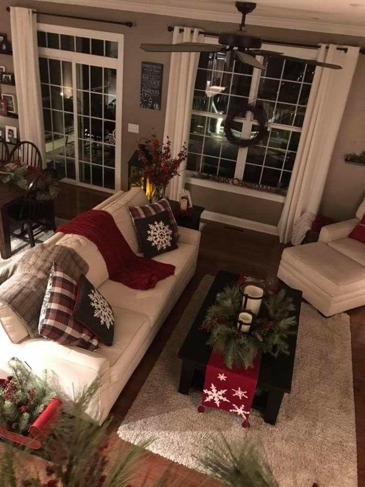 I Like The Runner On The Coffee Table Christmas Decorations Living Room Christmas Living Rooms Christmas Bedroom