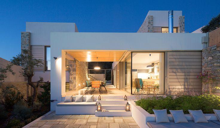 Die Atrium Villas sind ein aus drei Villen bestehender Gebäudekomplex auf der griechischen Insel Skiathos.  Der Topografie der Umgebung folgend liegen die Vill