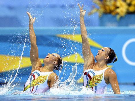 According to the US Olympic Synchronized Swimming team, who actually uses makeup during their water evolution, the best waterproof makeup could come from Dior (Diorshow mascara), Clinique and EyeMax.