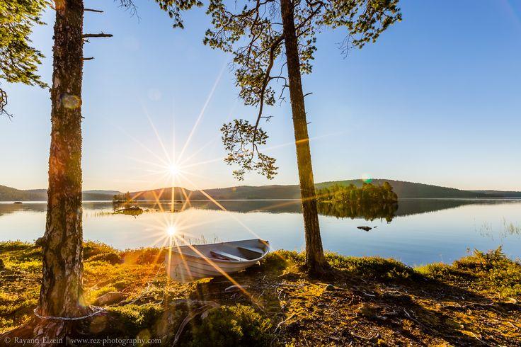 Lapland Midnight Sun, Ukonjärvi lake between Inari and Ivalo. Photo by Rayann Elzein. #arcticshooting #finlandlapland