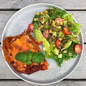 Denne aftens menü var lasagne, efter ønske fra min mand. Når jeg laver en klassisk lasagne som denne, bruger jeg faktisk aldrig opskr...