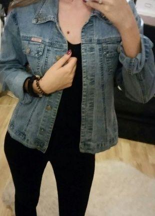 Kup mój przedmiot na #vintedpl http://www.vinted.pl/damska-odziez/marynarki-zakiety-blezery/8121073-modna-jeansowa-kurteczka