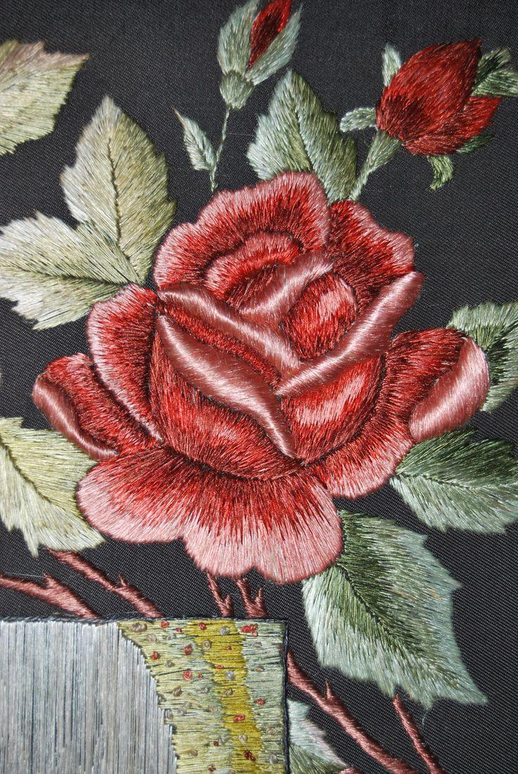 Картинки по запросу вышивка гладью букеты роз