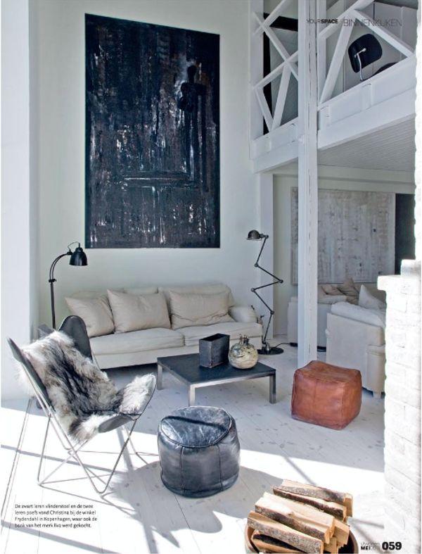 uno solo ma molto grande, catalizza lo sguardo e rompe la monotonia  oversized  Abstract  art in interior modern  www.lankina.com