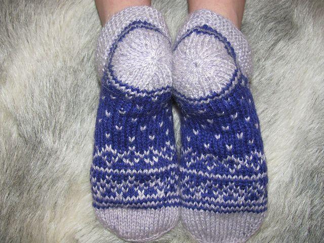 Тапочки Selfoss The Knitter 68; спицы №3,5, шерсть 300м/100гр, расход 55гр размер 35