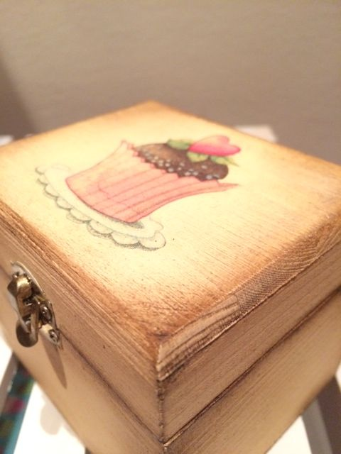Antiqued and decoupaged DIY box http://ladiy.cafeblog.hu #DIY #antique #decoupage #box #gift #decor #inspiration