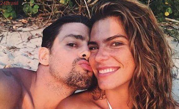 Namorada de Cauã Reymond nega convite para posar nua