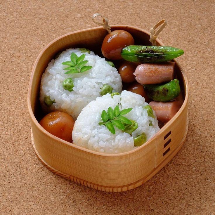 豆ごはんおにぎり 小芋の煮っころがし うずら卵燻製醤油漬け 魚肉ソーセージとスナップエンドウ