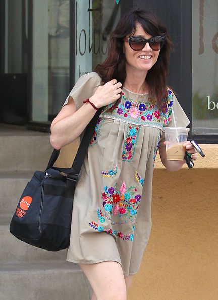 Robin Tunney Photos Photos - The Mentalist actress Robin Tunney mad her way to and from the gym in Studio City, California on March 5, 2012. - Robin Tunney Looks Refreshed After The Gym