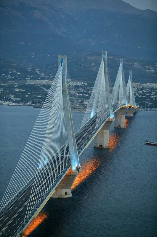El puente Rio-Antirrio ..   Patras, Grecia