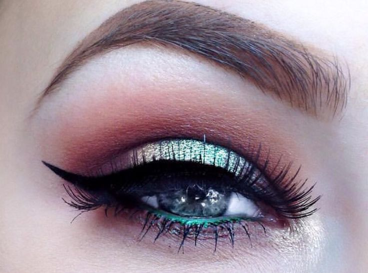 Products utilized in the picture:    http://mazzy.ro/product/creion-contur-pentru-ochi-chanel-crayon-yeux-n-19/  http://mazzy.ro/product/mascara-le-volume-10-noir-khol/    Please follow us for daily updates. :)