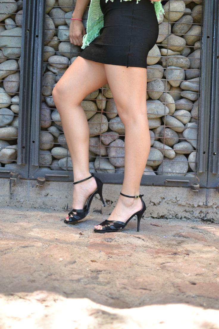 Sandalia de fiesta, un clásico negro que no puede faltar en tu clóset. Eda Manzini.