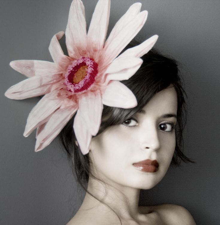 flower in her hair - photo #46