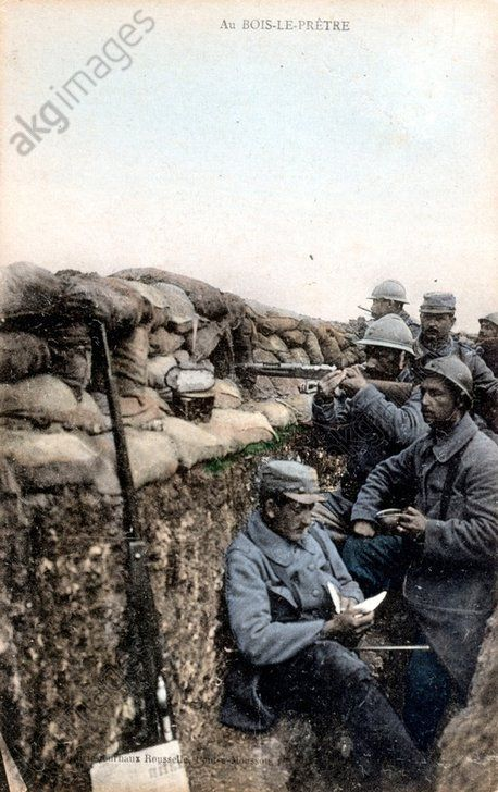WW1, Bois le Pretre. French soldiers in trenches. Oct 1915 to May 1915. © AKG Images