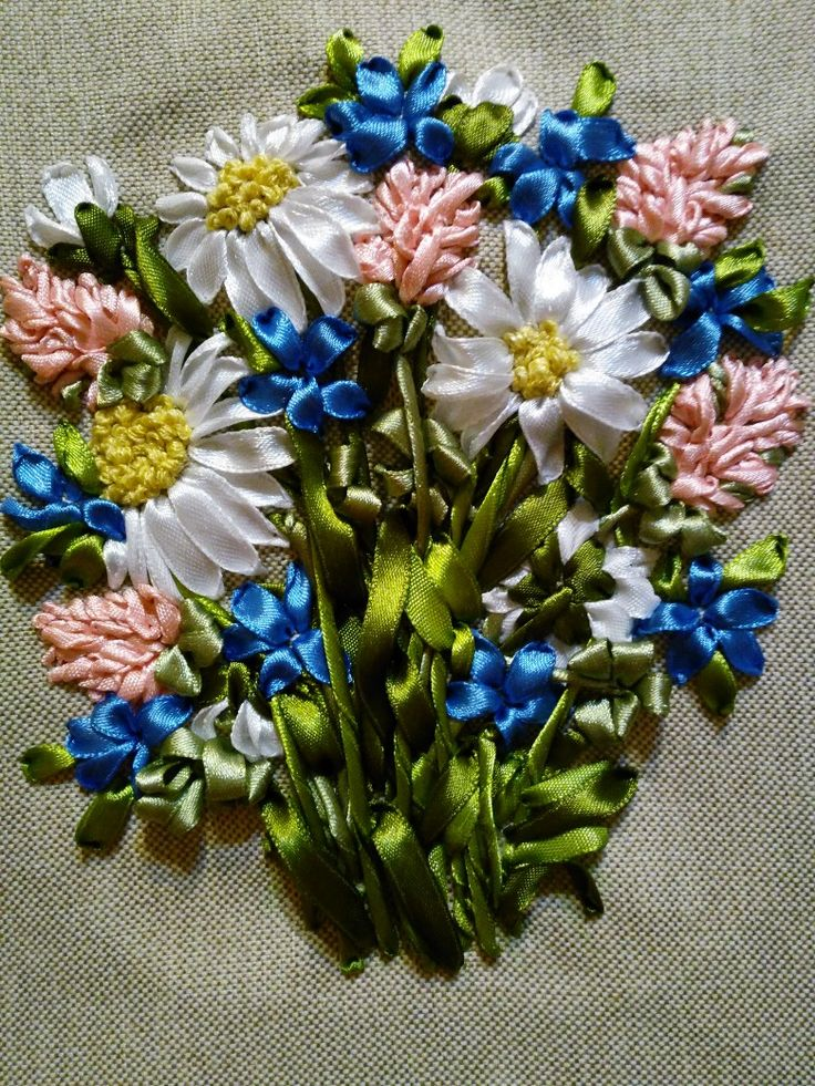 Букет из ромашек и лесных цветов