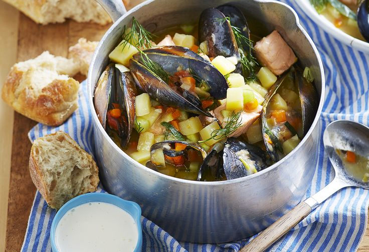All the best flavours of the Bellarine Peninsula in one pot: fresh fish and mussels, garden-fresh vegetables and a generous splash of white wine. Dive in!