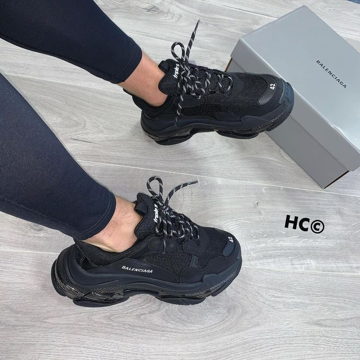 """HC PERSONAL SHOPPER on Instagram: """"#BALENCIAGA ⚫️⚫️ ➖new trip black less than retail 🤤🤤 ➖£675, sizes 6 - 11 👣 ➖order on our website: HCPERSONALSHOPPER.CO.UK📱 ➖#sneakershouts…"""""""