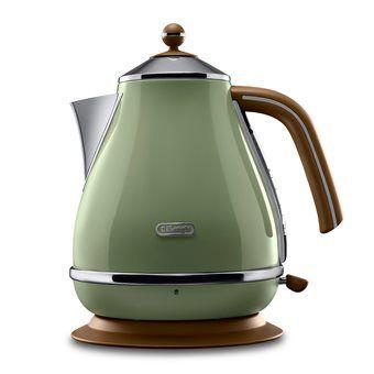 Drink voortaan met een kopje thee uit deze leuke retro waterkoker uit de Icona Vintage lijn van DeLonghi. Door het hoge vermogen hoef je niet lang te wachten totdat het water gekookt is. Hij is 360 graden draaibaar en heeft een wasbaar kalkfilter.