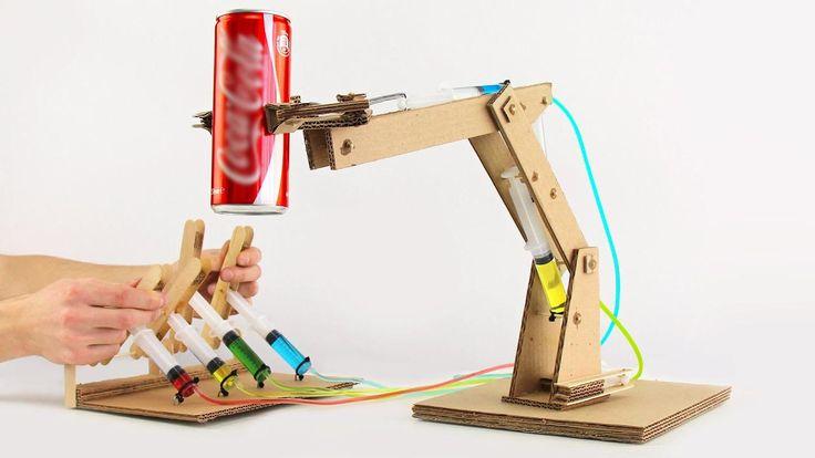 Cómo construir un brazo robot hidráulico de cartón.