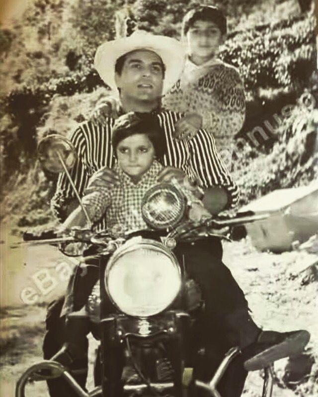 #Dharmendra with #SunnyDeol & #BobbyDeol