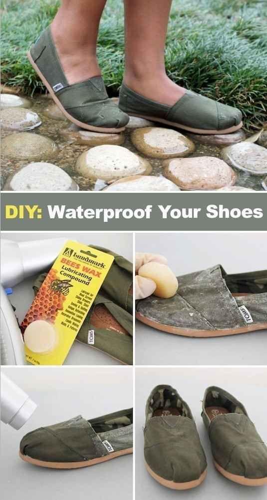 Torne seus sapatos de tecido impermeáveis com cera de abelha.