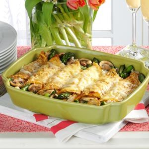 Why not try a savoury crepe this evening in celebration of Bastille Day? This Chicken and Asparagus Crepes dish looks delicious!