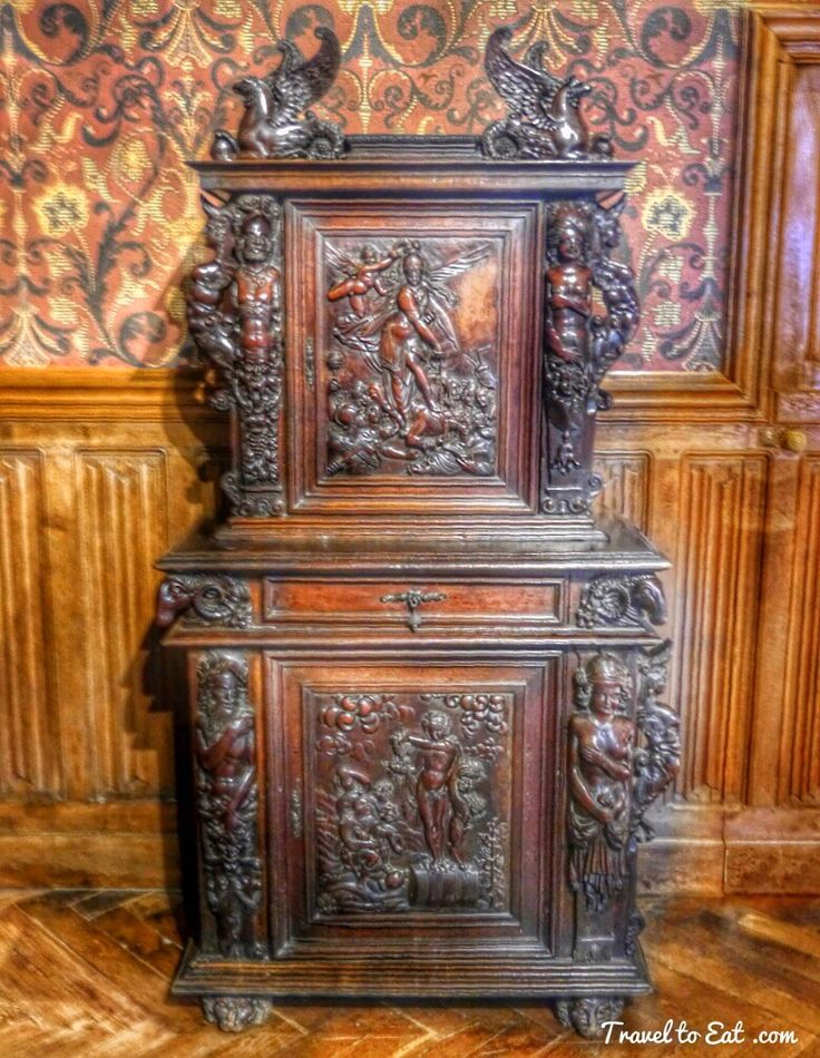 17 best images about francia chateau d 39 azay le rideau on for Baroque 2 door accent cabinet