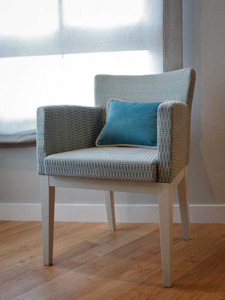 """Silla tapizada con tejido """"jaspe"""" en azul y beige, siéntete cómoda"""