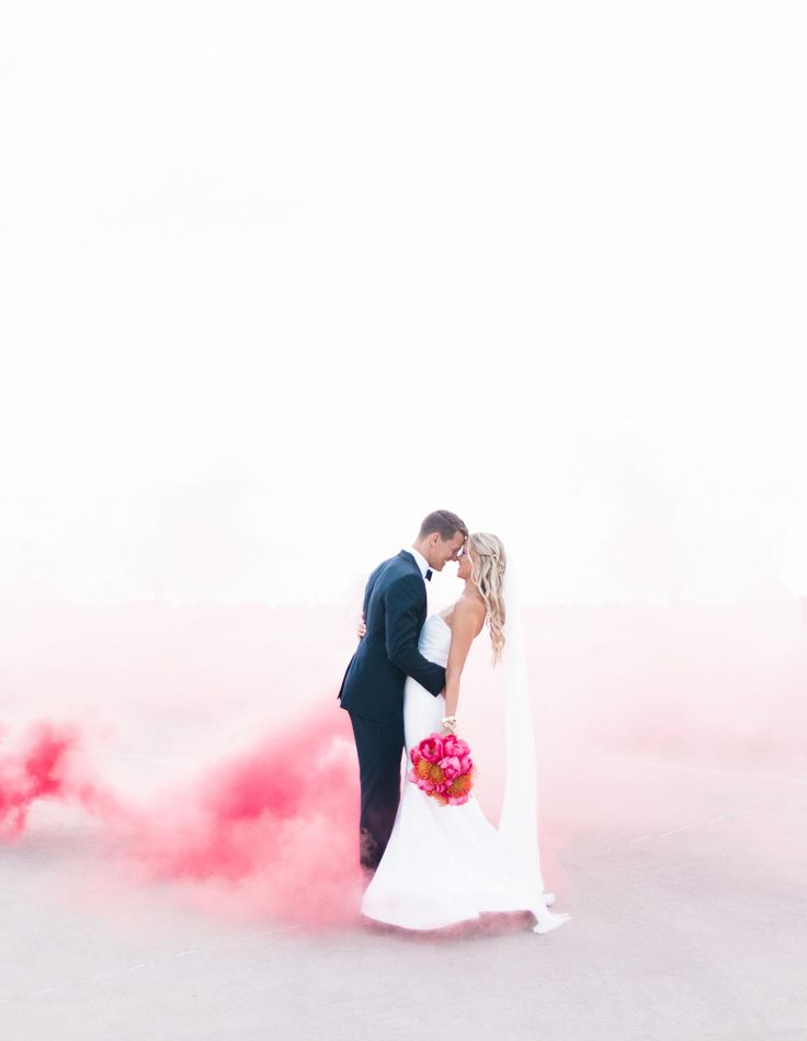 Pink smoke bomb, wedding photography ideas, couple shot // Leslie D Photography