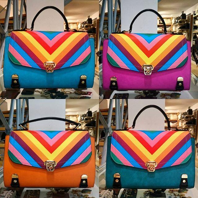 Un #Top per quattro borse dallo stile differente e colorato. #Borse #Numeroventidue. #createyourbag. € 115,00. ▶ Per Info e Acquisti: WhatsApp 3381942305, Pvt Facebook,  carpelpelletterie@gmail.com ◀ #numeroventiduebags #handbag #ss2016collection #springsummer #chooseyourcolor #cosebelle #enjoy #amazing #shoppingonline #fashion #instafashion #instastyle #picoftheday