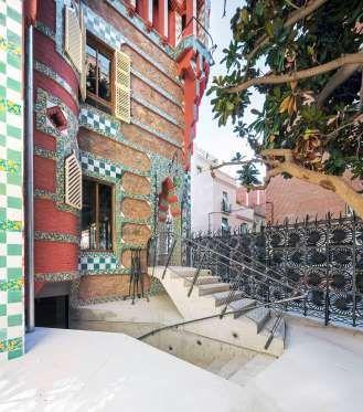 La casa fu costruita tra il 1878 e il 1885 in un terreno contiguo a un convento. Allora era il popol... - Casa Vicens