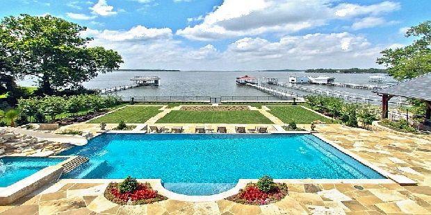 Beautiful Poolside Area Design