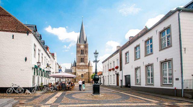 Boottocht naar Thorn en Stevensweert | Aldeneikerhof | Restaurant - Hotel | Maaseik