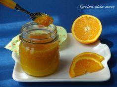 La pasta di arancia è un profumatissimo preparato che si utilizza in pasticceria per farcire torte e biscotti o per aromatizzare la pasta frolla.