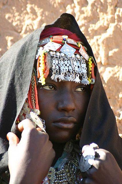 *  Woman photographed in Jabal Nafusa, Libya (2005) by James Leggate.