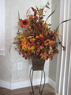 I made this fall floral arrangement to match my kitchen