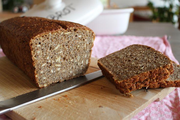 Saftiges Chia-Brot mit Roggen-Sauerteig, vegan, Superfood, diy, Saaten, Vollkorn