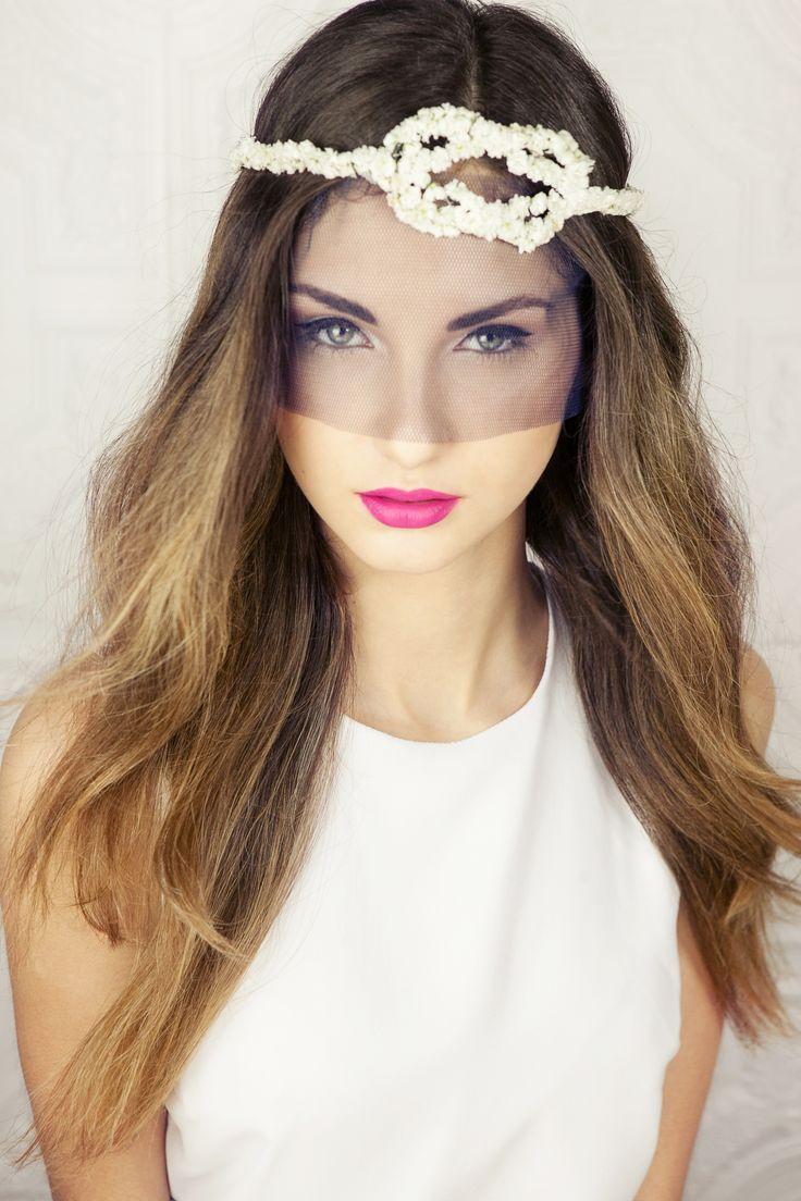 INNA Studio_ flowers for hair / kwiaty do włosów / biała dekoracja kwiatowa do włosów / fot. Klaudyna Mlynarska Photography
