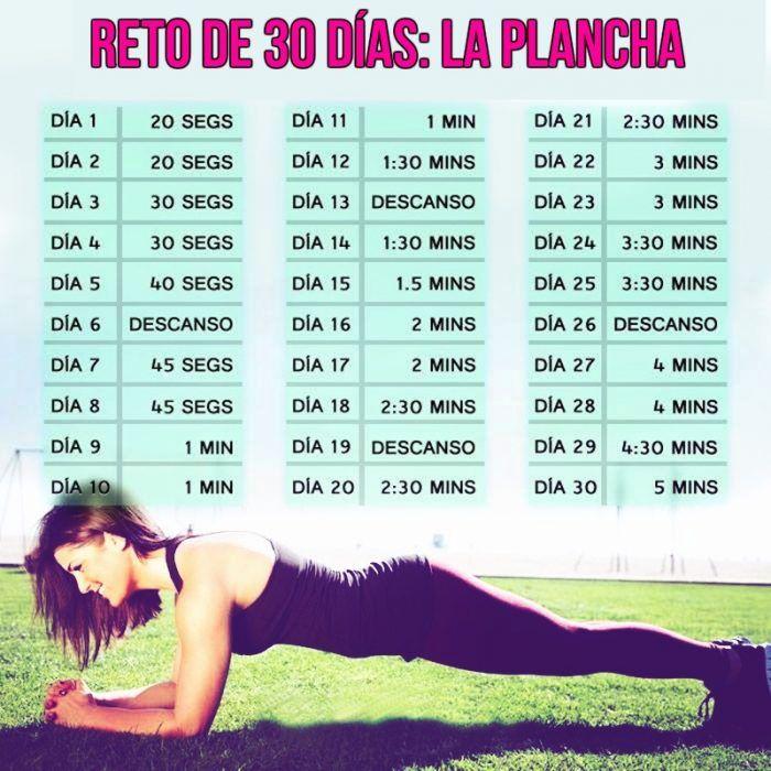 """mujer en el suelo hace entrenamiento reto de 30 dias """"la plancha"""""""
