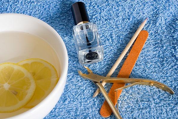 Maak je gele nagels weer wit