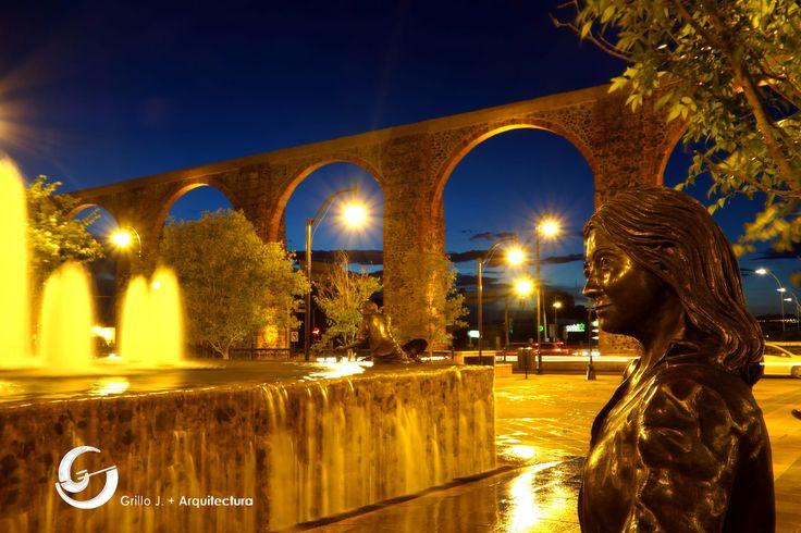 Acueducto en Querétaro. Fuente en plaza intersección Bernardo Quintana