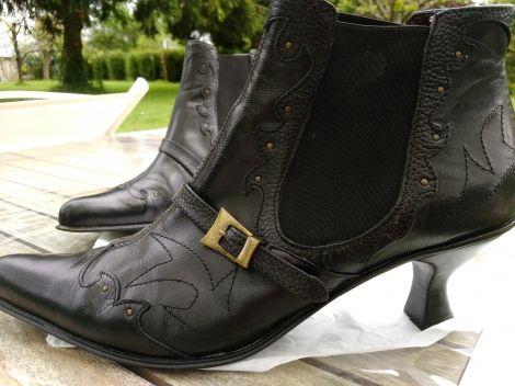 KOOKAI Bottines & low boots à talons http://www.videdressing.com/bottines-low-boots-a-talons/kookai/p-4863579.html?&utm_medium=social_network&utm_campaign=FR_femme_chaussures_bottines___low_boots_4863579