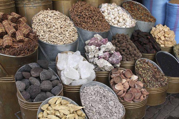 Marokkolaisissa maustekaupassa kaikki aistit aktivoituvat: kuivatut ruusunnuput, sahrami, kaneli, korianteri, eukalyptuskristallit ja Argan-puun hunajaa. #Agadir #Aurinkomatkat