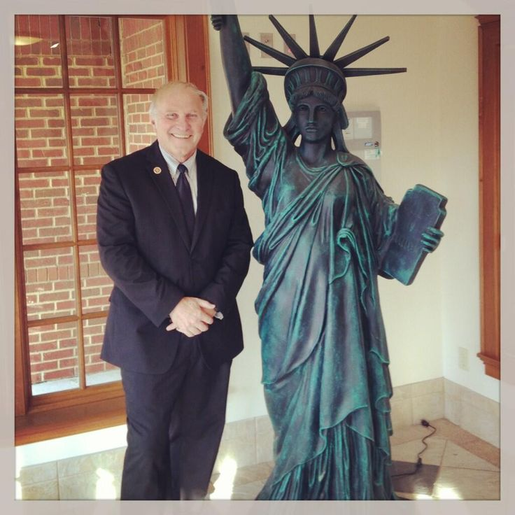 Rep. Steve Chabot, R-Ohio, (@Steve Chabot): Found this neat Statue of #Liberty replica in town this week. #USA #PursueHappiness #tcot pic.twitter.com/7ycarNh9n0