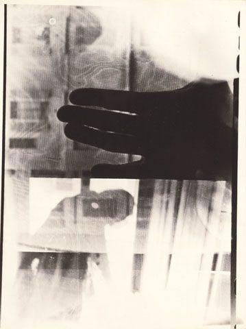 SIGMAR POLKE _ Geneva, 1970 | 4. A prescindere dalle interpretazioni a volte divergenti dell'episodio fotoconcettualista, é il caso di soffermarsi su una questione piú generale: quella del ruolo di primo piano svolto dalla fotografia nell'instaurarsi di una dialettica arte-documento. L'affermazione della valenza estetica del documento riposiziona la F. nell'ambito dell'arte.