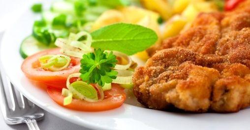 Domowy smak! 9,50 zł zamiast 19 zł za domowy 2-daniowy obiad: zupa dnia i drugie danie: filet z kurczaka, ziemniaki, zestaw surówek i kompot w Restauracji PABLO & ARNI
