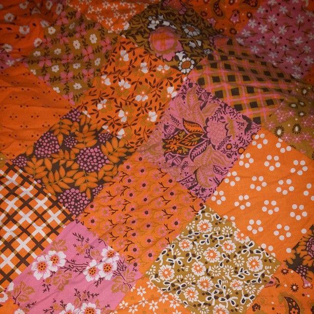 """""""23/365  Nybäddat i sängen. Älskar tampellas patchworkmönster och orange och rosa är underbart tillsammans.  #welovepattern2015 #retro #retrosängkläder #6070talstyg #70tal #gammal #retropåslakan #sängkläder #bäddset #bäddset #6070talstyger. #färgförfan #färger #färg #pattern #vintage #vintagefabric #retrofabric #säng #nybäddat #renbäddat #sovagott #inredning #inredningsdetaljer #inredningsdetalj #tampella #finland"""" Photo taken by @netterosen on Instagram, pinned via the InstaPin iOS App…"""
