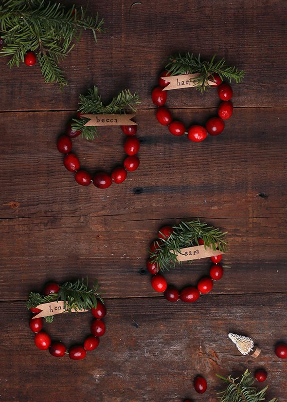DIY: mini cranberry wreath place cards.: