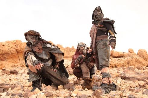a still from a postapocalyptic sci-fi guerilla film shot in the tunisian desert