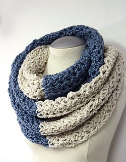 Super neck warmer made from bulky yarn and an 11.50 mm hook. Has a great texture as easy as a regular crochet stitch but with a bit more texture.